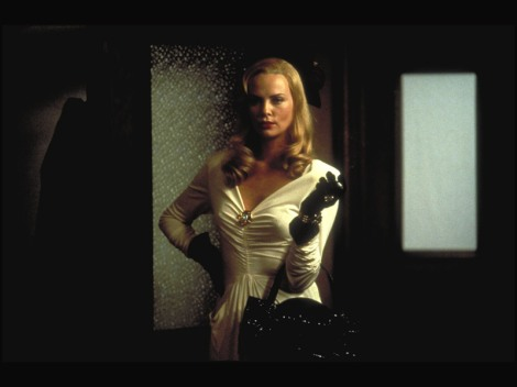 Charlize_Theron_in_The_Curse_of_the_Jade_Scorpion_Wallpaper_10_800